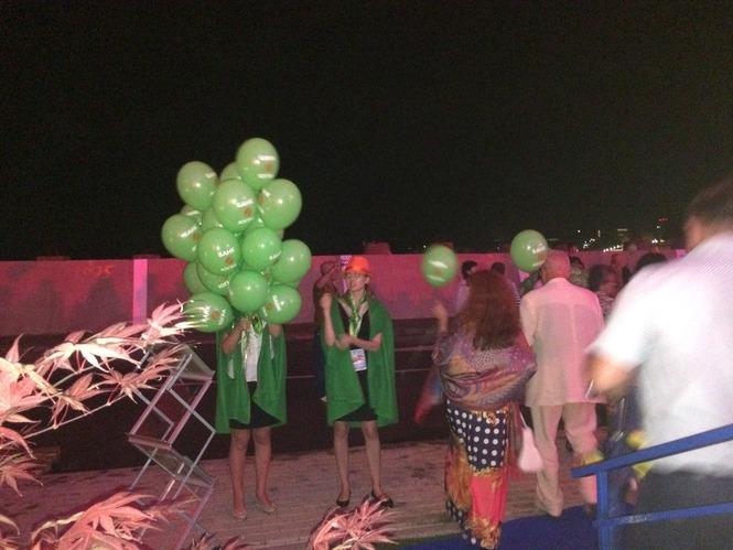 Доставка воздушных шаров в Сочи. Шарики Сочи Новая Волна.